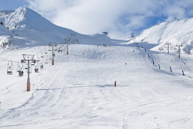 Grandvalira el lugar ideal para las motos de nieve en Andorra Grandvalira avanza la apertura de la temporada gracias a las nevadas de los últimos días