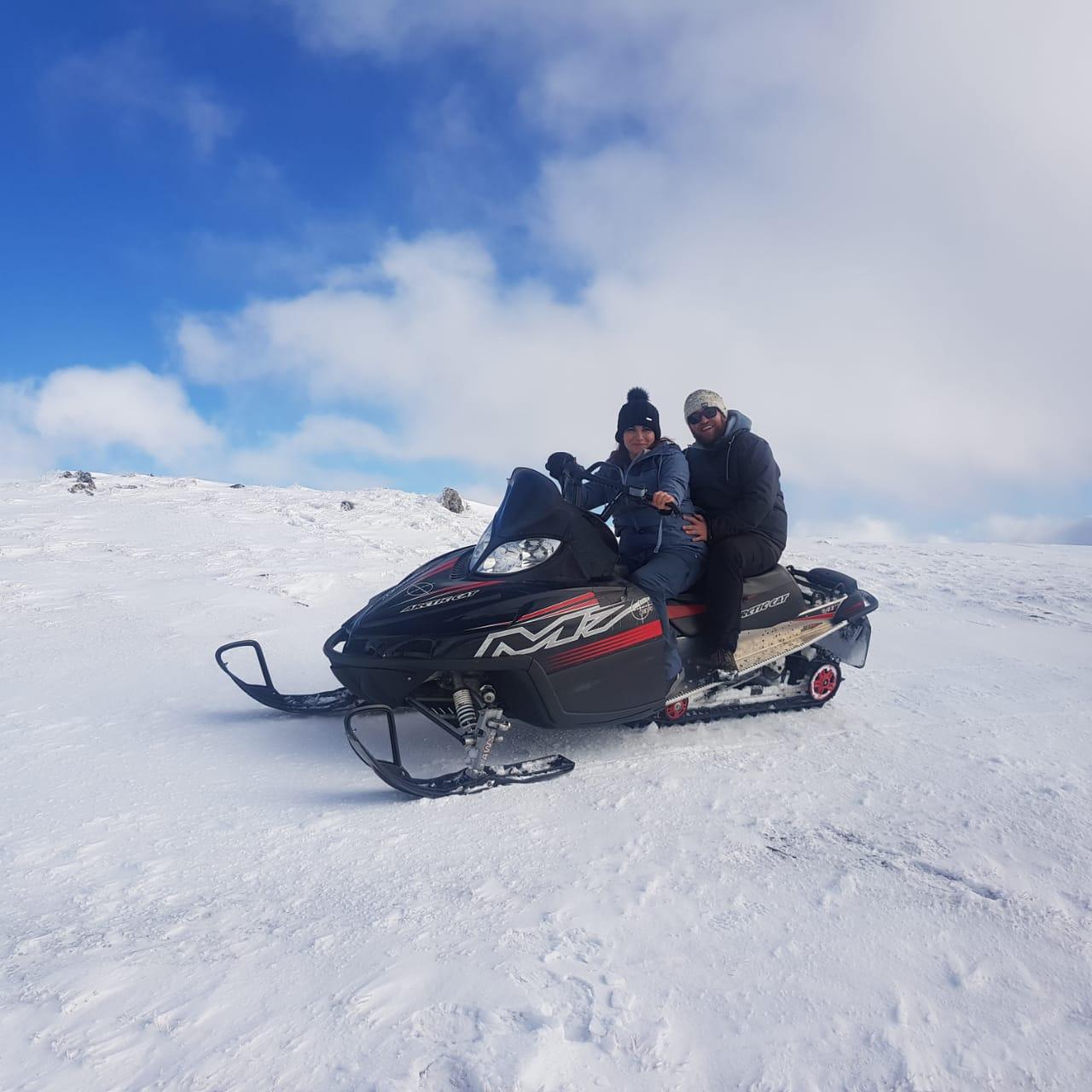 Reserva ahora tu moto de nieve en www.MotodeNieve.com con antelación y no pierdas la posibilidad de hacer una ruta en motos de nieve por un entorno único en el pirineo Andorrano.